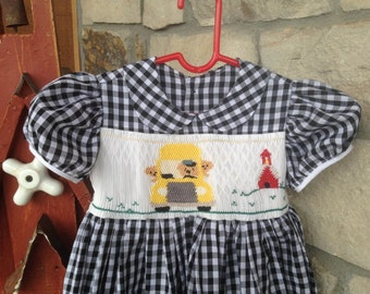 Smocked School House Dress// Back to School// schoolhouse dress //Girls hand smocked dress// Size4