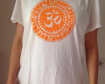 "women's organic cotton yoga t-shirt ""Gayatri Mantra"""