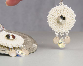 Earrings beige