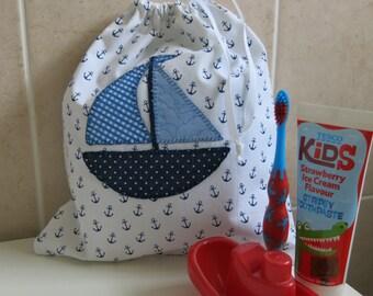 Applique Kids Washbag (White anchor/blue boat)