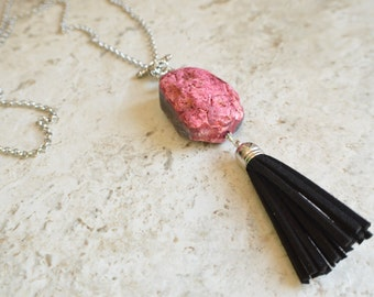 The Claire- Pink and Black Agate Tassel Chain Necklace