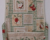 Daisy Kingdom Apples and Gingham Cobbler Apron #2018-B  Size Large