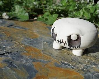 Marshmallow leg Gothling. Porcelain, only bites on command
