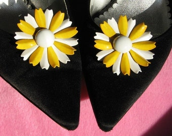 Flowers Vintage Shoe Clips Brooches Wedding Yellow Marilyn Pin Up White Mid Century Mad Men High Relief Jewels Sandals Enamel Unique