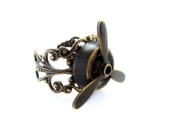 Steampunk Ring - Unisex Noir brass Spinning Propeller -