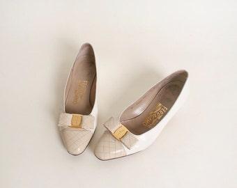 Vintage White Ferragamo Flats - Beige Quilt Toe and Gold Bow - Size US 6 1/2 6.5 C