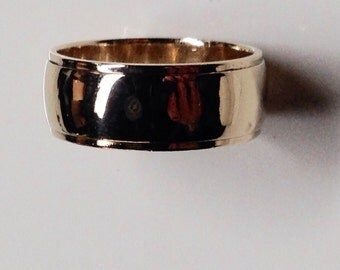 14 KT Yellow Gold Wedding Band Ring Size 9