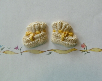 Baby Booties Button Yellow 2 pc.