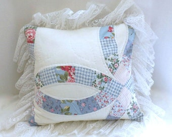 Double Wedding Ring Quilt Pillow, Vintage Cutter Quilt Pillow, Cottage Chic Pillow, Blue and White Shabby Pillow