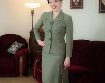 Vintage 1940s Suit - Beautiful Spruce Green Tailored Wool Suit with Cropped Jacket and Full Sleeves