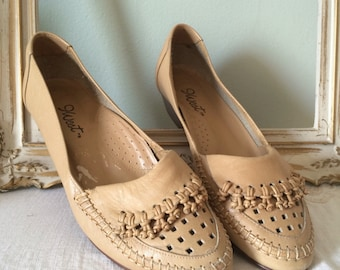 Vintage Size 7 shoes 9 West stacked wood low heel shoes // Nine West 70s 80s tan PERFORATED leather loafers 1970s 1980s