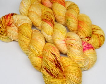 Hand Dyed Speckled Yarn - SW Merino Singles - Superwash Merino - 400 yards -  Main Squeeze