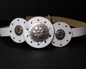 vintage belt western style white + silver metal concho southwestern rodeo size medium