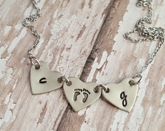 Dainty linked heart necklace