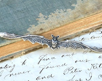 Bat Brooch Vintage Bat Jewelry Vampire Steampunk Autumn Halloween Gothic Victorian Antiqued Silver Batman