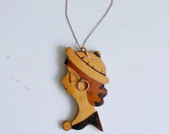1940s wood woman pendant / vintage 40s wooden inlay sailor lady cameo necklace