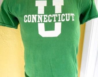 University of Connecticut 1980s vintage tee shirt - green size medium