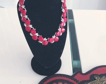 Cute little Vintage Red and Silver Toned Thermostet Plastic Necklace -- 16""