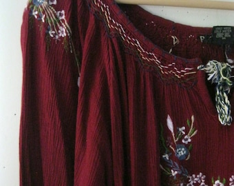 Vintage embroidered blouse / Hippie Boho floral embroidered burgundy Folk Festival top