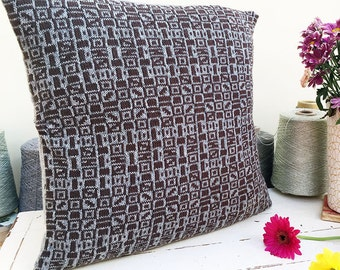 Cushion cover / decorative cushion / decorative pillow / throw pillow in knitted geometric pattern