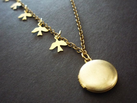 Tiny Bird Locket Necklace Grandma, Tiny Brass Locket, Customized Gift for Mom, Family Locket, Tiny Bird Necklace