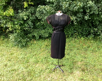 Vintage 60s Cocktail Dress // Little Black Dress // Illusion Sweetheart Neckline // Black Party Dress // 60s Wiggle Dress