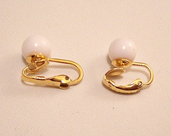 Trifari White 6mm Bead Clip On Earrings Gold Tone Vintage Mismatched Same Style Round Lucite Beads