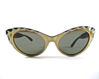 gold scalloped cat eye sunglasses. vintage ornate eyeglass frames. non-prescription lenses. Holiday-312.