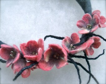 Pink flowers necklace -felt flowers-  felt necklace- floral accessories - handmade- wool necklace- Gray necklace with pink flowers