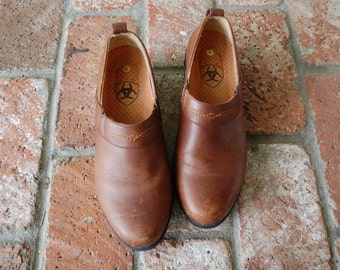 Vintage Womens 6 Ariat Genuine Leather Rugged Rustic Brown Slip On Clogs Riding Shoes Walking Mules Gardening Equestrian Boho Hipster Fall