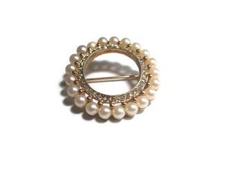 Vintage Circle Brooch Pearl and Rhinestone 1970s Wedding Bridal Jewelry