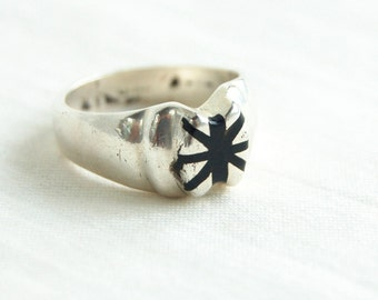 Black Star Ring Size 8 Vintage Mexican Sterling Silver Taxco Mexico Resin Modern Starburst Statement Ring