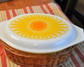 Pyrex SUNFLOWER Daisy 2.5 QT Cinderella Casserole with Lid warming Basket ~ Yellow and Orange