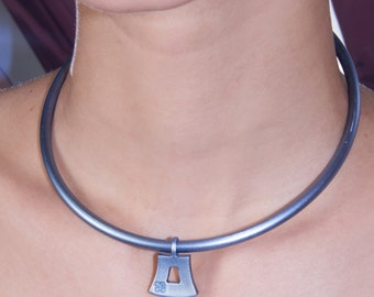 Givenchy Abduction Charm Choker X American Deadstock 90s Vintage Jewelry