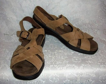 Vintage Ladies Brown Leather T Strap Sandals by Dexter Size 7 Only 8 USD