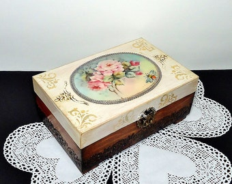Middle size, Shabby Сhic Jewelry Box, Distressed Box, antique jewelry box, trinket box with roses, brown and beige box, hand decorated box