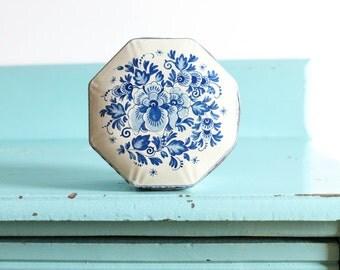 Vintage white and blue floral kitchen tin, vintage Floral tin, vintage kitchen tins, floral pattern tins, vintage blue tin, blue home decor