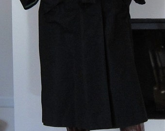 2017 SALE !Vintage Charming Black 1970S TRENCHCOAT- RAINCOAT, Woman trenchcoat, fully lined in Madras Tafeta, size M