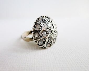 Big Round Antique Ring with 16 Thin Rose Cut Diamonds in Silver in US Ring Size 6
