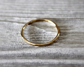 Dainty 14kt Gold Band//Handcrafted//Minimalist Jewelry