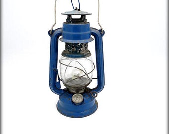 VINTAGE BAT Oil Lantern with Wall Hanging Hook Option - Blue - Vintage Lighting - Oil Lamp - Rustic decor Outdoor Light In working Condition