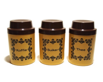 Storage jars, Kitchen Canisters, Set of 3, Light mustard Plastic brown lid. Dutch Suiker, Koffee, Thee. Made in GDR