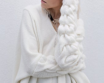 Oversized sweater. Cable knit sweater. Minimalist sweater. White sweater. Plaited sweater. Loose sweater. Wool sweater. V neck sweater.