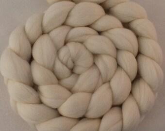Merino Wool Roving / Combed Top / Wool Braid in Ecru - 2 ounces