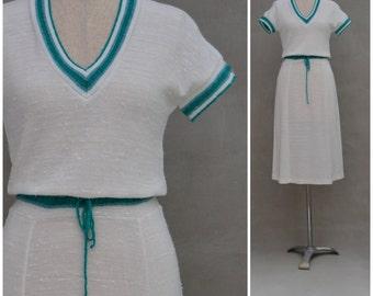 Vintage dress, 1970's knitted dress / Sweater dress, Sport styling, Body conscious / skinny fit dress, 'V' neck secretary dress, small