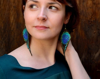 Peacock earrings in urban jungle style - felted earrings, peacock feather or peacock's eye - exotic felt jewelry - long dangle earrings [E1]