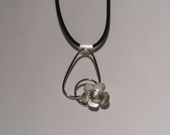 """Sweet flower"" necklace"
