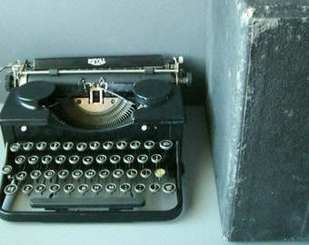 Royal Typewriter No 2, Manual use, Portable, Works well. 1935. Classic.
