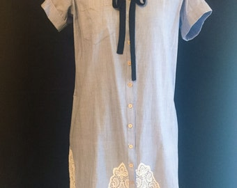 Shirtdress with lace insert