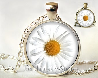 Daisy Jewelry,Flower Pendant,Flower Necklace,Daisy Necklace,Cute,Daisy Pendant,Charm,Glass,Gift, Picture, Art,Gift for Her